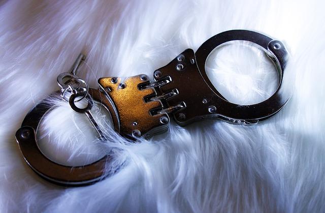 klíčky a pouta